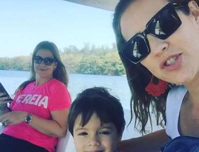 Luana Piovani postou foto passeando de barco com os filhos