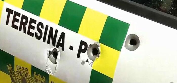Veículo atingido com 7 tiros (Crédito: Rede Meio Norte)