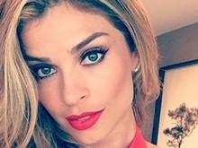 Grazi Massafera surge 'matadora' em selfie de batom vermelho