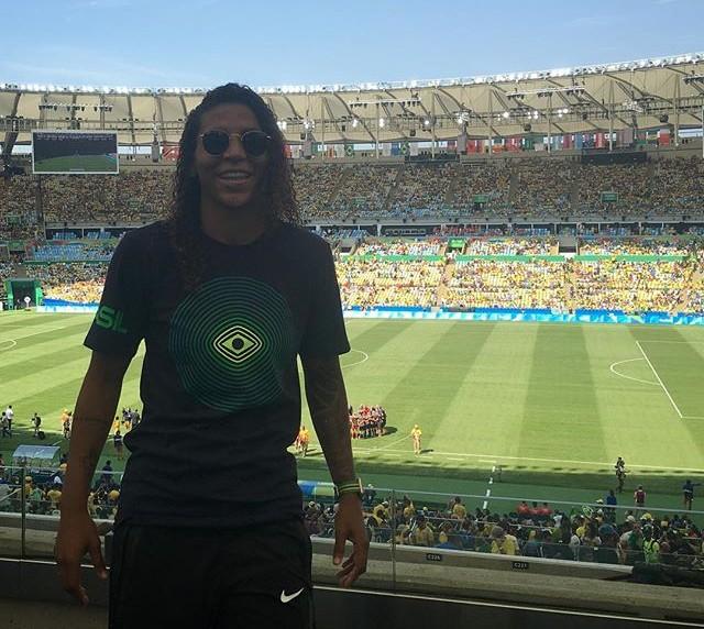 Campeã olímpica, Rafaela Silva torce pela seleção feminina  (Crédito: Reprodução)