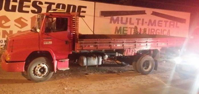 Caminhão roubado em Francisco Santos (Crédito: Polícia)
