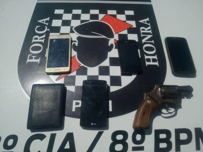 Objetos recuperados pelos policiais de Altos (Crédito: Reprodução)