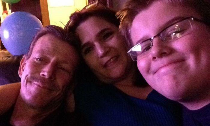 Daniel Fitzpatrick e seus pais Maureen Mahoney Fitzpatrick e Daniel Fitzpatrick