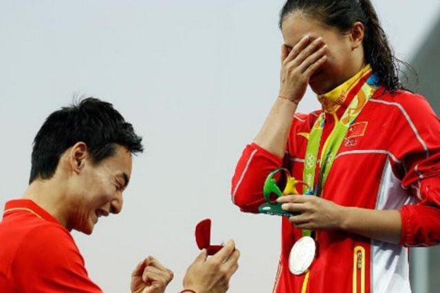Saltadora ornamental chinesa He Zi é pedida em casamento