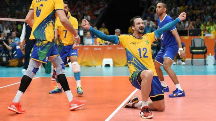 Brasil parte pra cima e vence a Russia