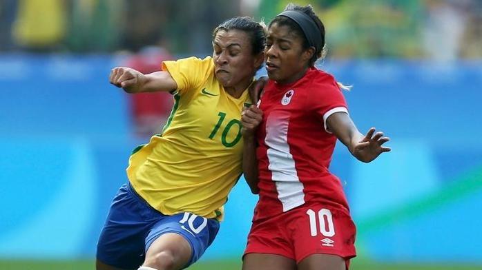 Marta não teve vida fácil nesta sexta-feira na Arena Corinthians (Crédito: Reuters)