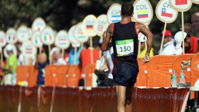Yohann Diniz durante prova dos 50 km da marcha atlética (Crédito: Reuters)