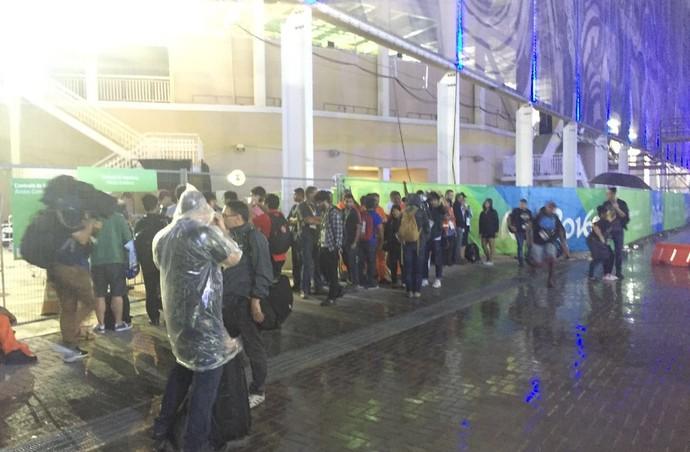 Estádio Aquático foi evacuado (Crédito: Matheus Tibúrcio)