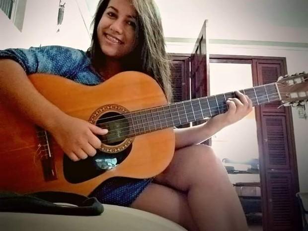 essika de Sousa Almeida morreu após cair de um ônibus (Crédito: Arquivo Pessoal)