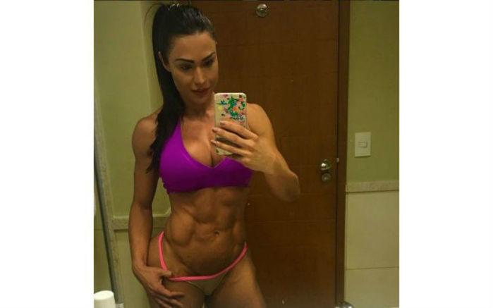 Gracyanne Barbosa quase mostra demais