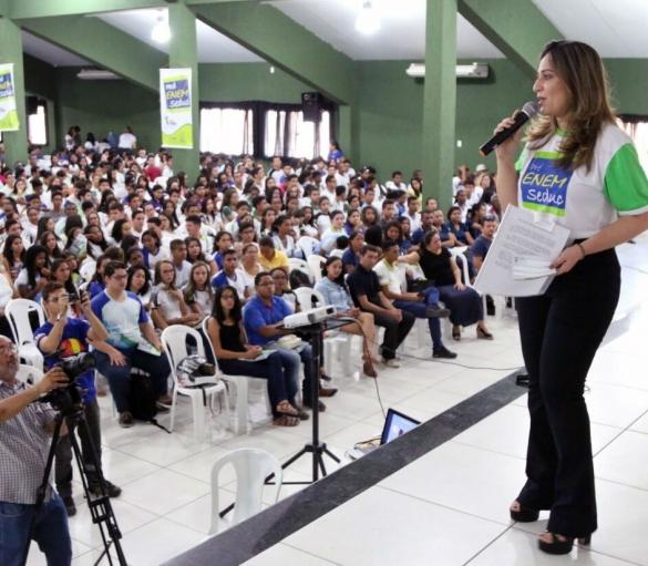 Secretária Rejane Dias