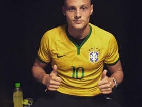 Após provocar torcida, jogador alemão pede desculpas no Instagram