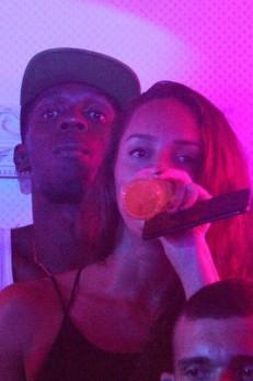 Bolt beija muito em boate na sua última noite no Rio (Crédito: Reprodução)