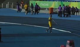 Bolt se arrisca em outra modalidade e supera marcas da Rio-2016