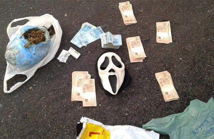 Máscara encontrada com a dupla (Crédito: Divulgação)
