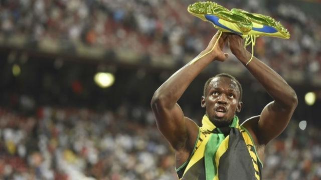 Sapatilha leiloada foi a que Bolt usou no Mundial de Pequim em 2015 (Crédito: Getty)