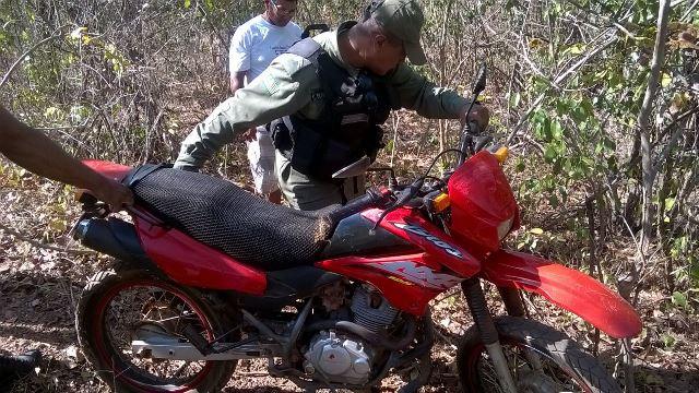 Motocicleta tomada de assalto (Crédito: Reprodução)