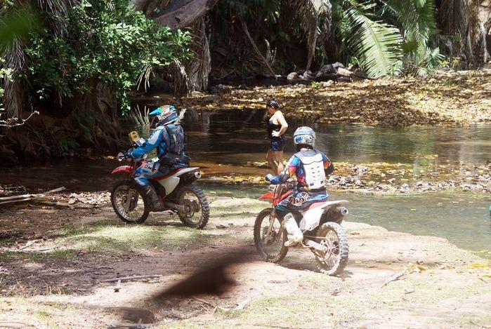 Pilotos passando próximo ao Poço Azul - Monsenhor Gil