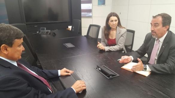 Weelington Dias e Margarete Coelho reunidos com o Presdiente da CEF, em Brasília