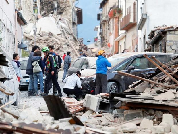 Casas e prédios totalmente destruídos  (Crédito:  Remo Casilli/Reuters)