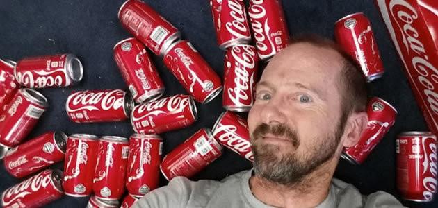 E se eu bebesse 10 latas de Coca-Cola todos os dias?