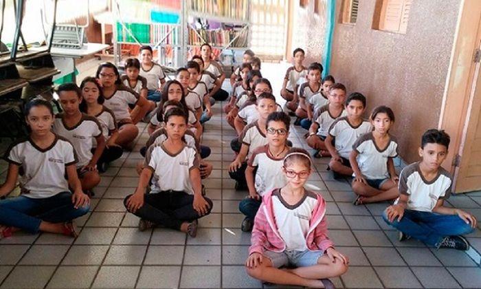 Meditação com alunos (Crédito: Reprodução)
