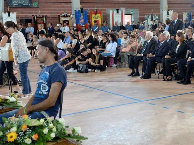 Funeral das vítimas de terremoto (Crédito: REUTERS)
