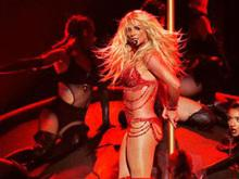 Repaginada, Britney Spears retoma a carreira no álbum