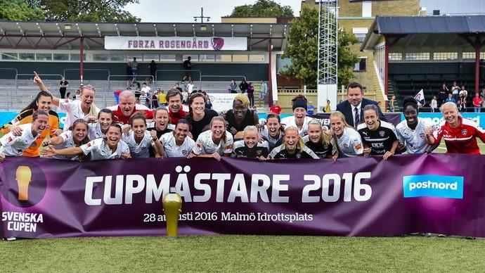 Marta brilhou, e o Rosengard comemorou o título da Copa da Suécia feminina (Crédito: Reprodução)