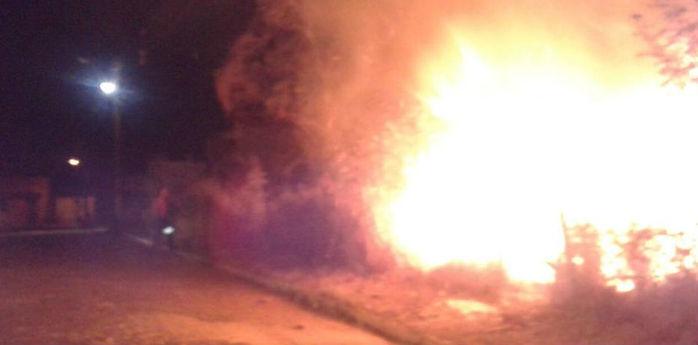 Incêndio em um terreno baldio em Barras (Crédito: Reprodução)