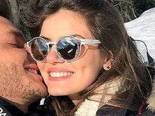 Está rolando? Camila Queiroz e Klebber Toledo se divertem na neve