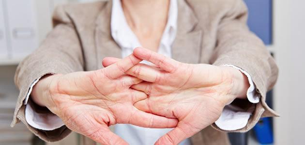 Estalar os dedos faz mal à saúde?