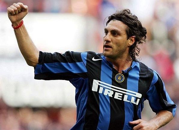 Vieri em atuação pela Inter de Milão (Crédito: Reprodução)