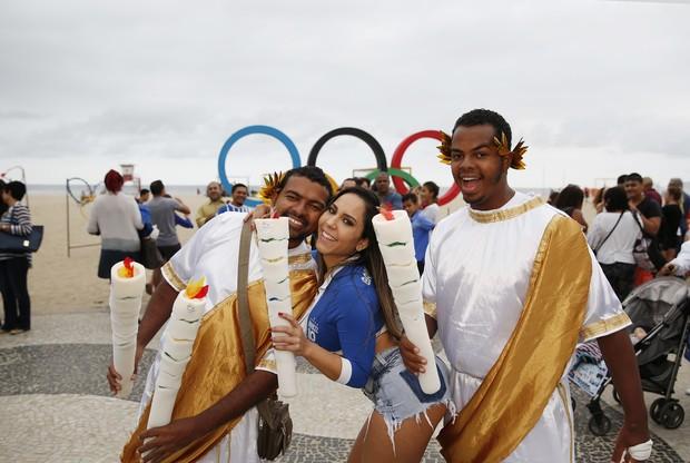 Mulher Melão sendo tietada  no Rio