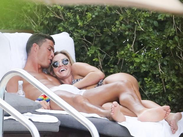 Cristiano Ronaldo e modelo (Crédito: Reprodução)