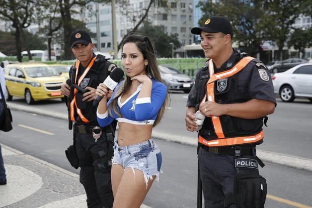 Mulher Melão aprovou até com os guardas