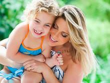 Sheila Mello e a filha Brenda esbanjam fofura em fotos de campanha