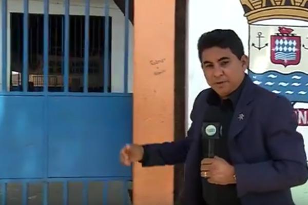 Repórter Ivan Lima foi até a escola arrombada (Crédito: Reprodução Rede MN)