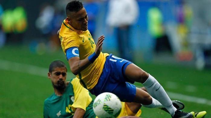 """Neymar volta a ser """"fominha"""" com a camisa da seleção brasileira (Crédito: Reuters)"""