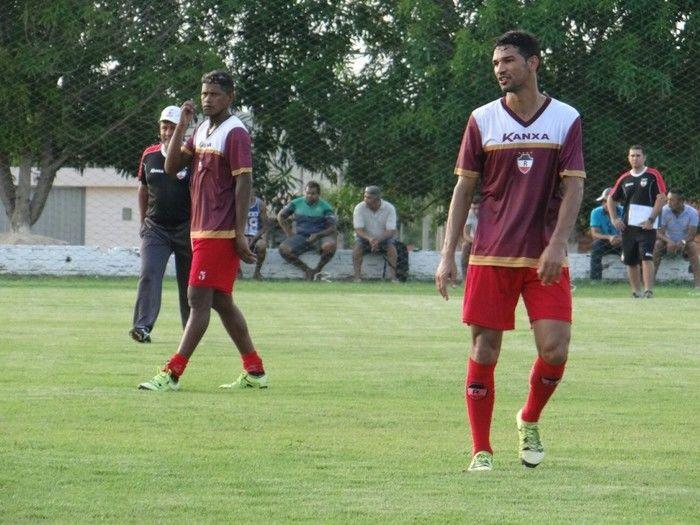 Índio (do lado esquerdo), durante treino do time (Crédito: Reprodução)