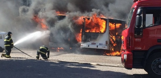 Na última semana, 8 ônibus foram queimados (Crédito: Uol)