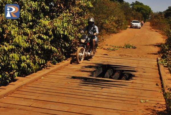 Ponte incendiada parcialmente (Crédito: Piripiri Repórter)
