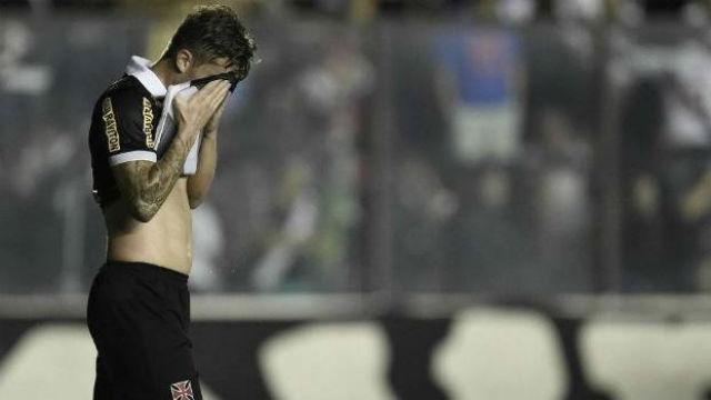 Zagueiro Aislan não teve boas atuações com a camisa do Vasco e pode sair (Crédito: Gazeta Press)