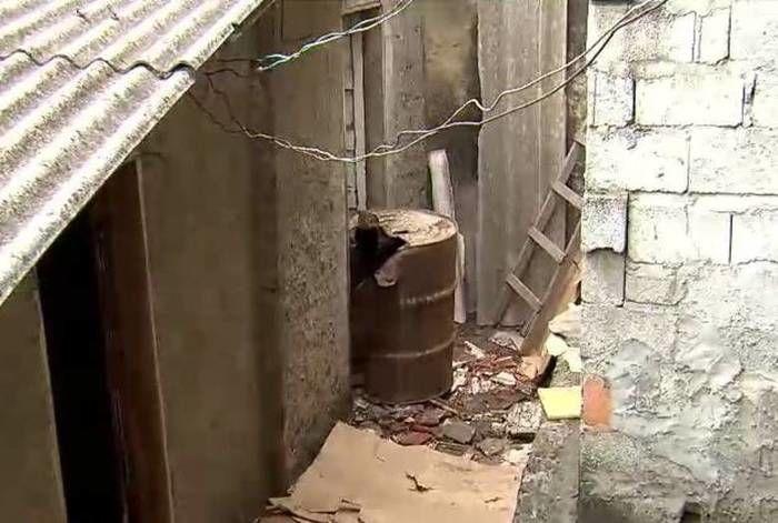 Corpo de idosa é encontrado dentro de tambor em casa abandonada (Crédito: Reprodução)