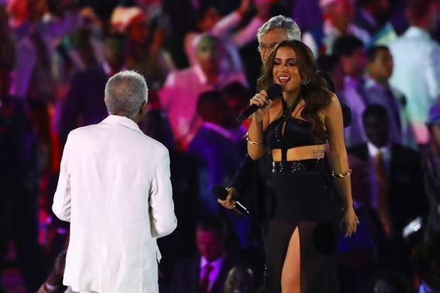Anitta na cerimônia de abertura da Olimpíada