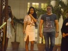 Munik sai acompanhada de Anderson Felício em restaurante no Rio