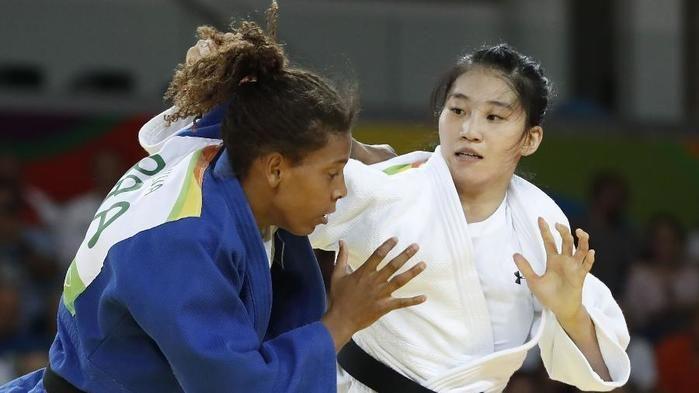 Rafaela Silva e a sul-coreana (Crédito: Reprodução)