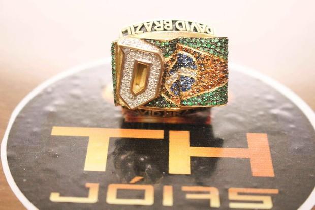 David Brazil ganha anel com 102 diamantes avaliado em R$ 40 mil (Crédito: Reprodução)