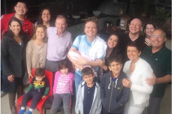 Michel Teló e família (Crédito: O Fuxico)