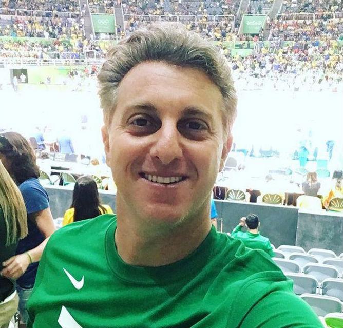 Luciano Huck é vaiado em estádio olímpico durante jogo de volêi (Crédito: Reprodução)